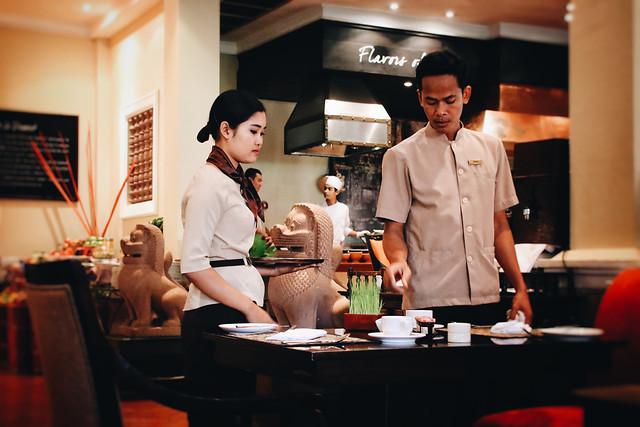 people-restaurant-man-bar-indoors 图片素材