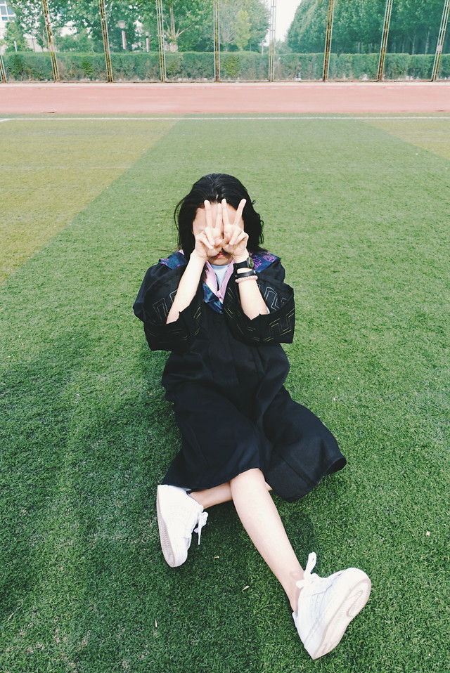 grass-clothing-lawn-people-woman picture material