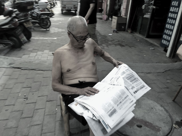 street-people-newspaper-adult-man picture material