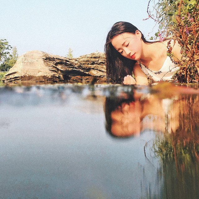 girl-woman-water-people-adult 图片素材