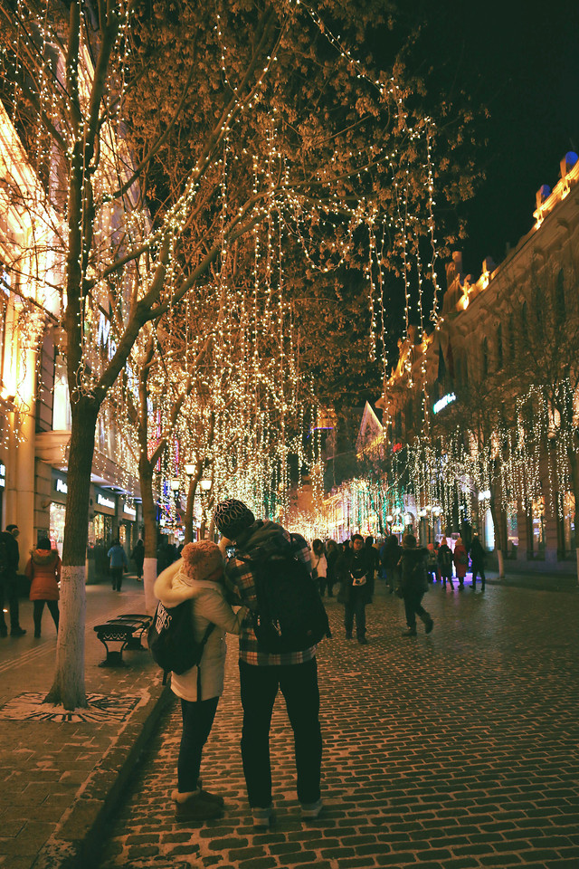 people-street-city-winter-tree picture material