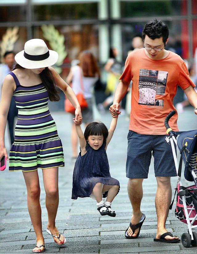 woman-road-footwear-people-street 图片素材