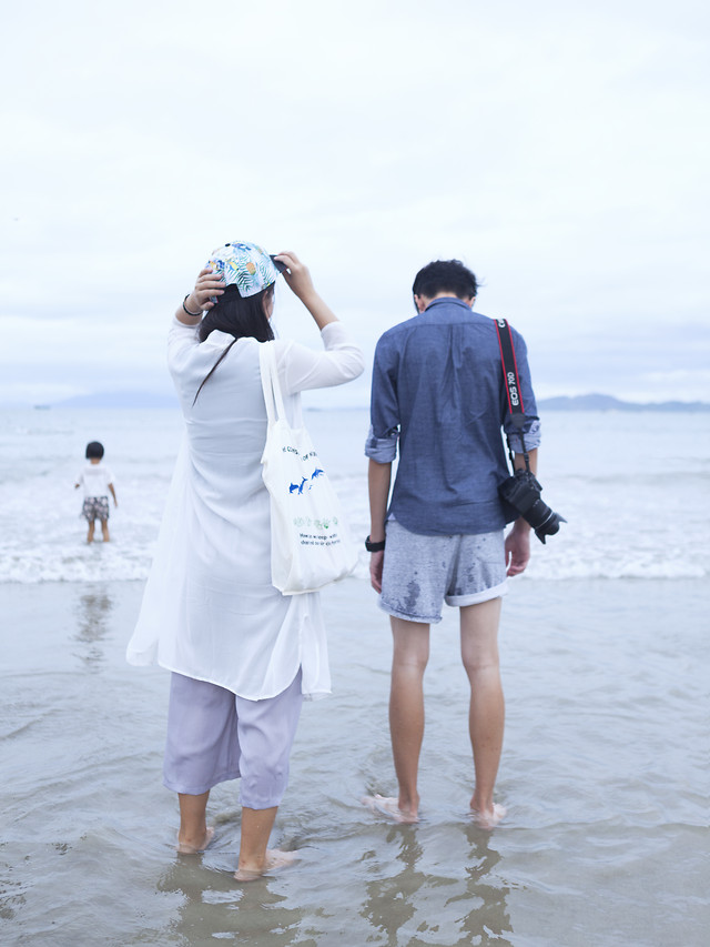 togetherness-love-water-fun-sand picture material