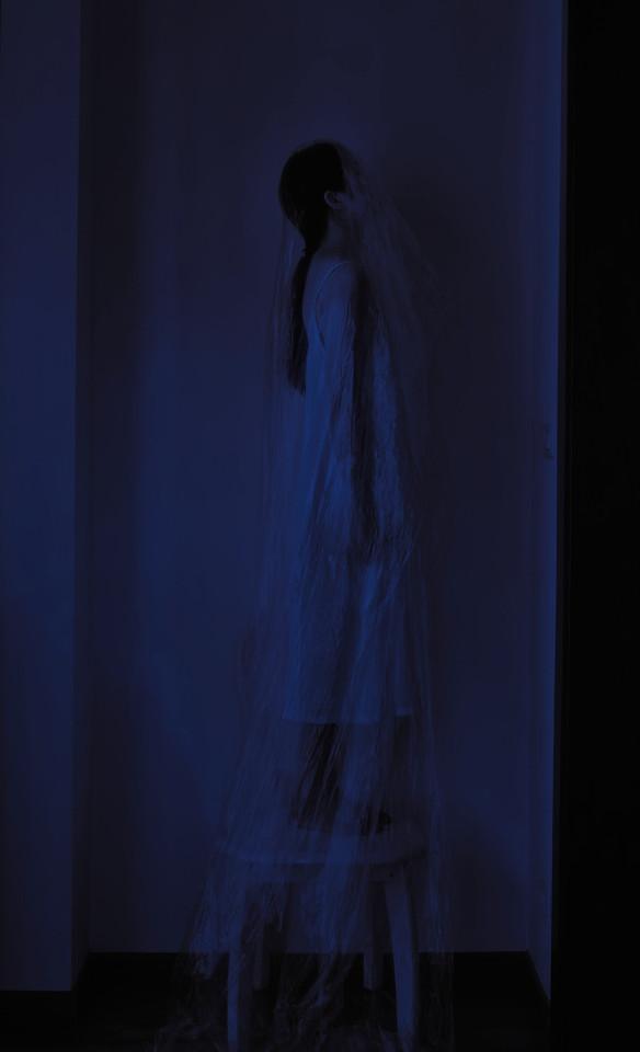 blue-silhouette-people-dress-shadow 图片素材