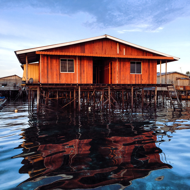 no-person-water-reflection-house-floating 图片素材