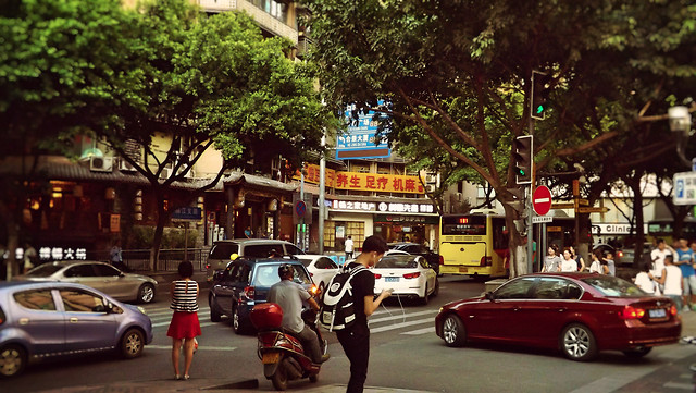car-street-road-vehicle-traffic 图片素材