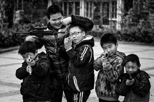 child-people-group-son-street 图片素材