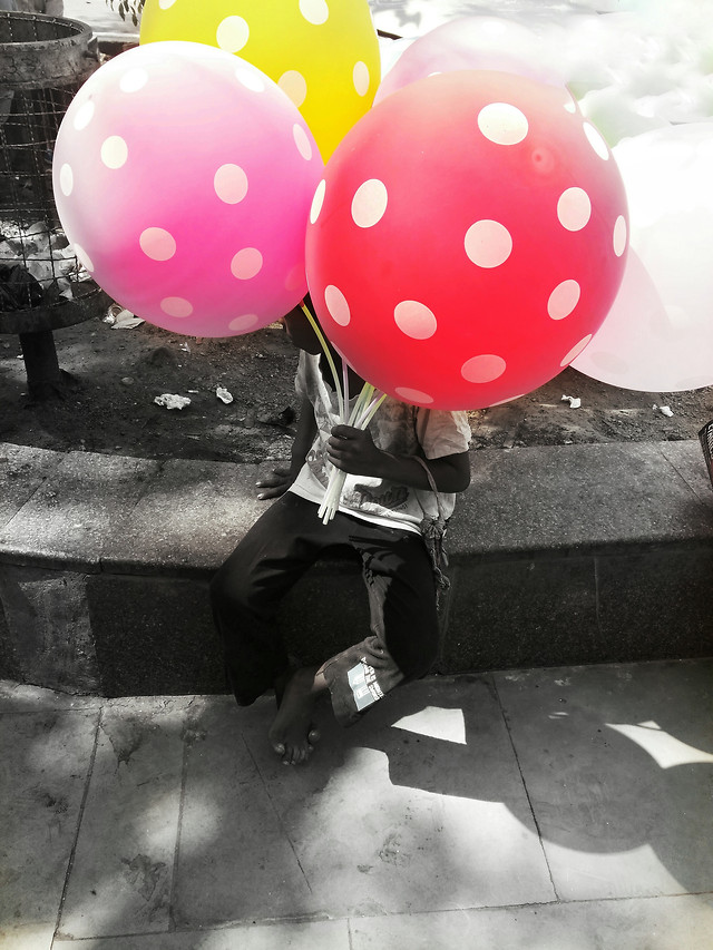 people-pink-balloon-red-man 图片素材