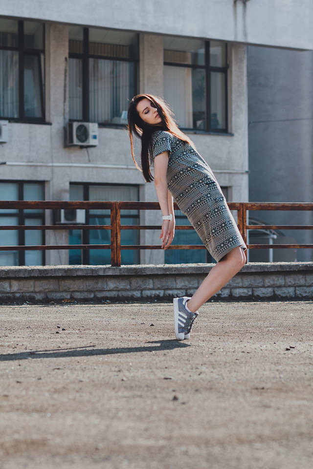 girl-woman-portrait-street-people 图片素材