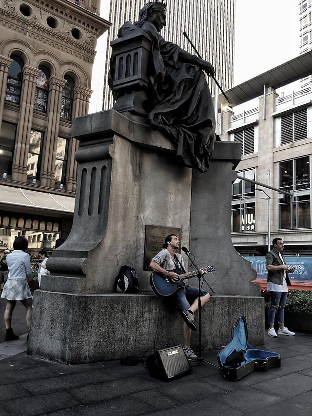 people-city-street-statue-sculpture 图片素材
