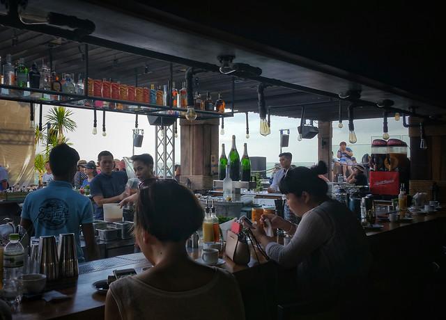 people-restaurant-bar-table-group 图片素材