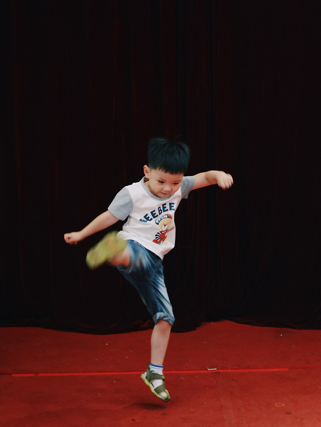 child-competition-performance-one-people picture material