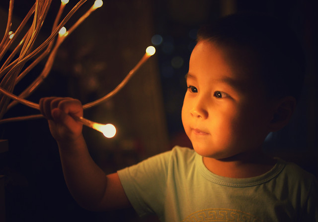 people-child-portrait-light-one 图片素材
