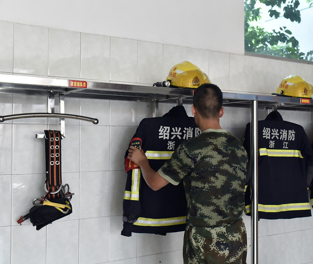 safety-industry-people-uniform-military 图片素材