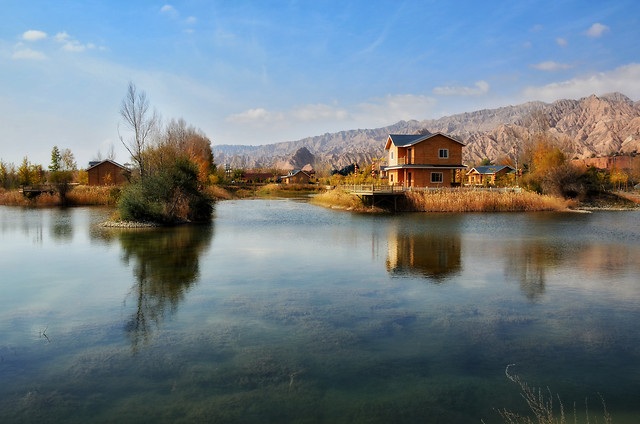 lake-water-reflection-no-person-landscape picture material