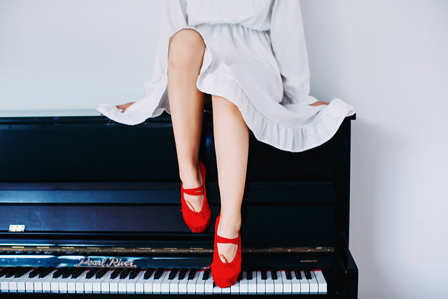 piano-woman-music-young-keyboard picture material