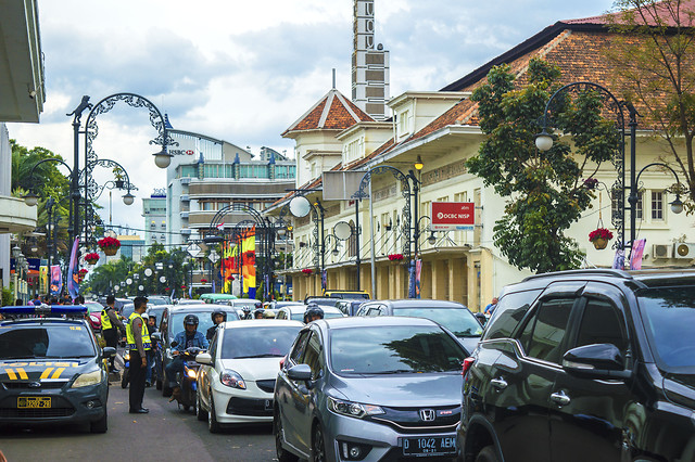 car-street-city-road-vehicle 图片素材