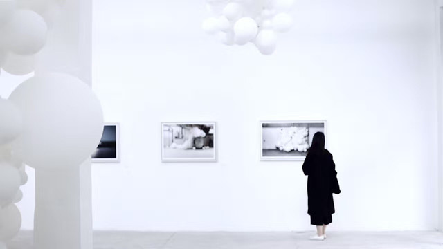 people-empty-exhibition-wall-blank picture material