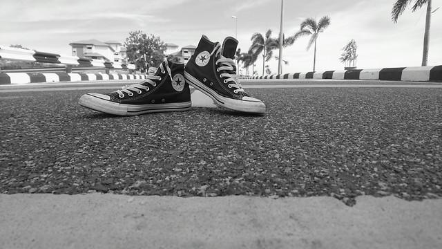 footwear-monochrome-beach-sport-white picture material
