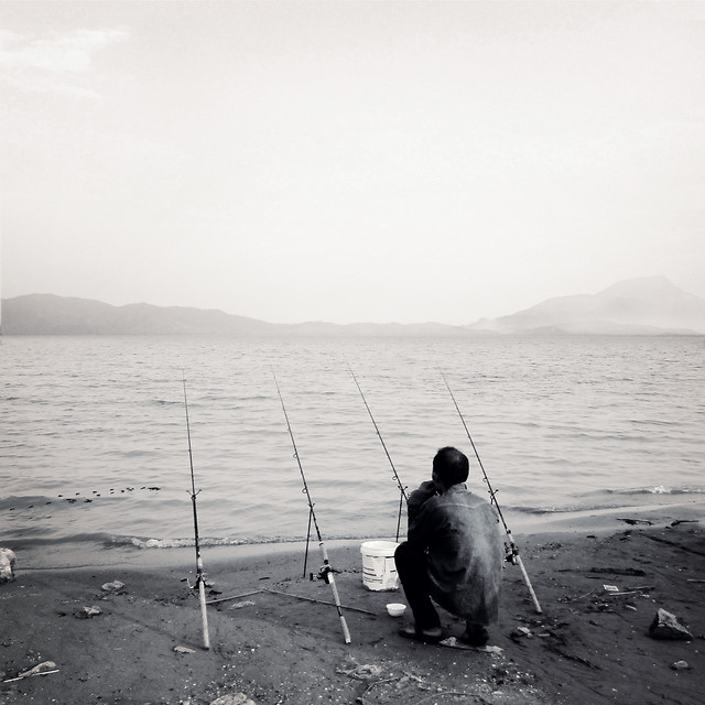 fishing-rod-back-view-fishing-character-ocean 图片素材