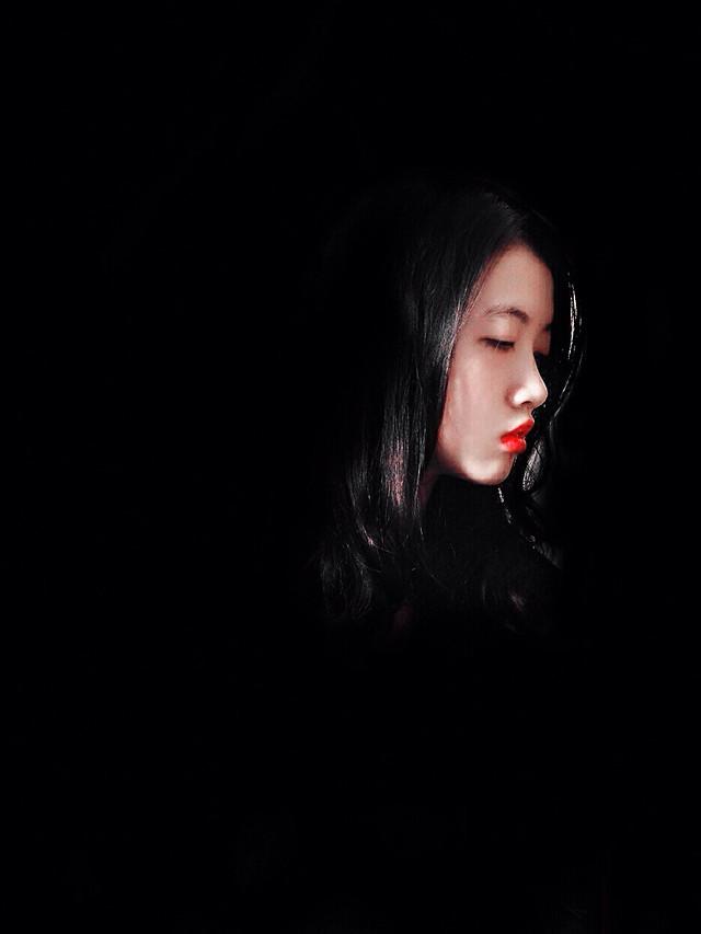 girl-portrait-model-woman-dark picture material