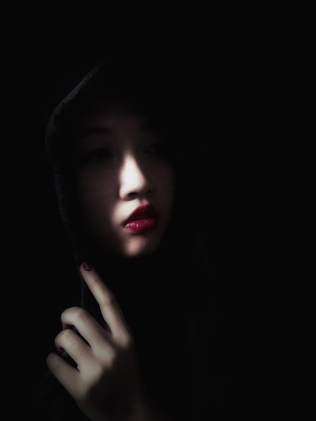 girl-portrait-woman-dark-black picture material