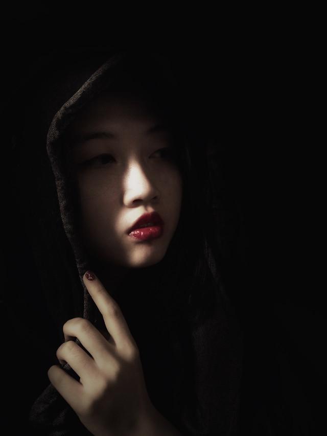 girl-portrait-woman-fashion-dark picture material