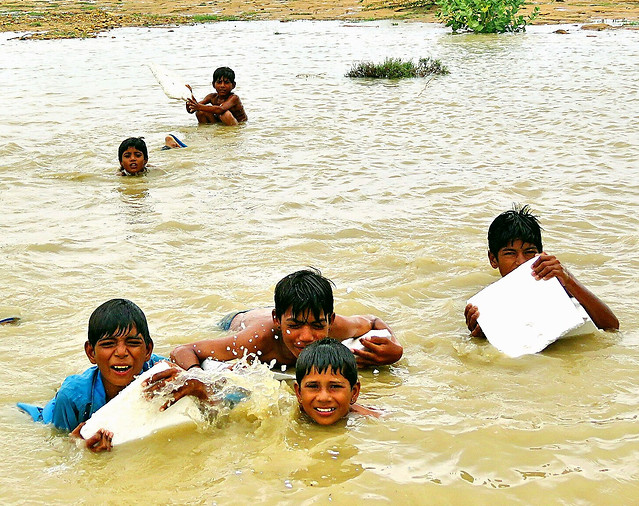 smiley-face-play-child-river-water-partner picture material