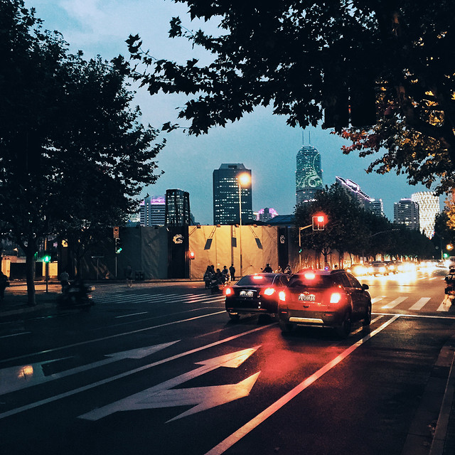 car-road-blur-street-traffic 图片素材