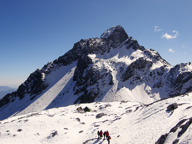 snow-mountain-winter-climb-adventure 图片素材