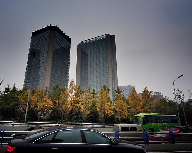 city-car-architecture-travel-metropolitan-area 图片素材