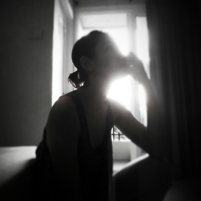 people-portrait-girl-shadow-light 图片素材