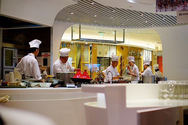 restaurant-chef-indoors-service-table 图片素材