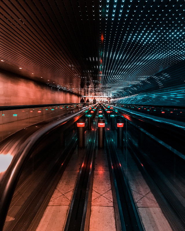 blur-motion-tunnel-zoom-city picture material