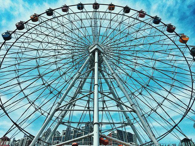 entertainment-carnival-carousel-ferris-wheel-roll-along 图片素材