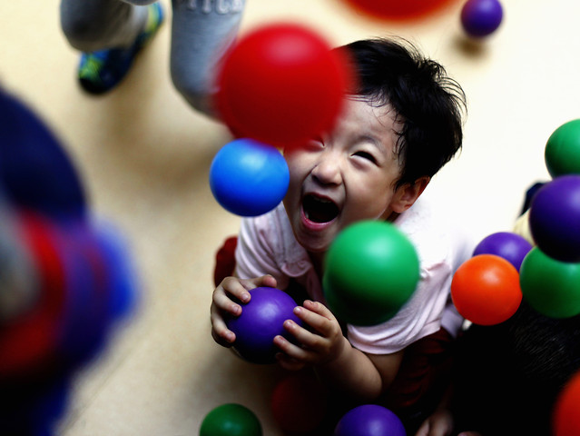 ball-child-balloon-people-fun picture material