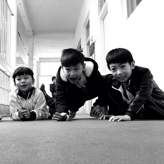 people-child-boy-monochrome-girl 图片素材