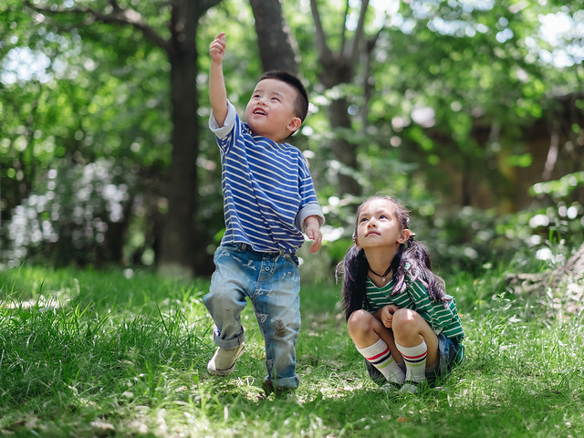 child-park-people-fun-nature picture material
