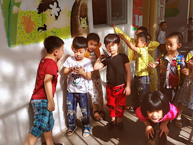 child-fun-school-kindergarten-play picture material