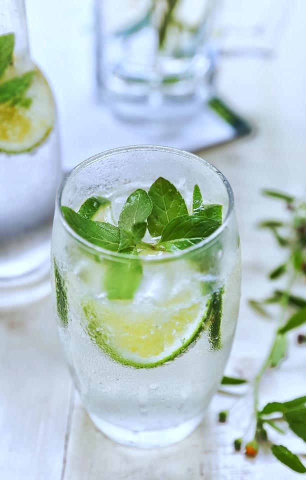 icee-cold-mint-glass-drink 图片素材