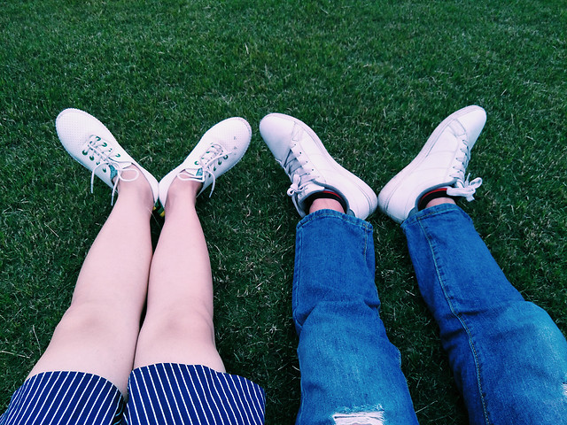 foot-footwear-people-fashion-girl picture material