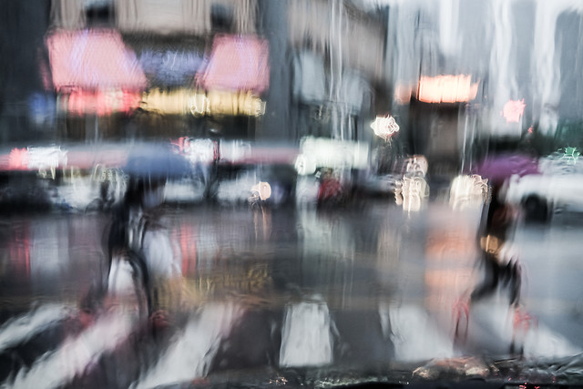 street-people-rain-city-motion picture material