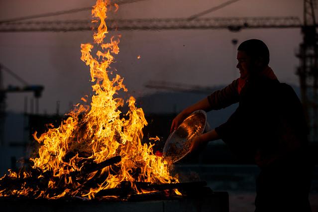 flame-people-one-fire-smoke 图片素材