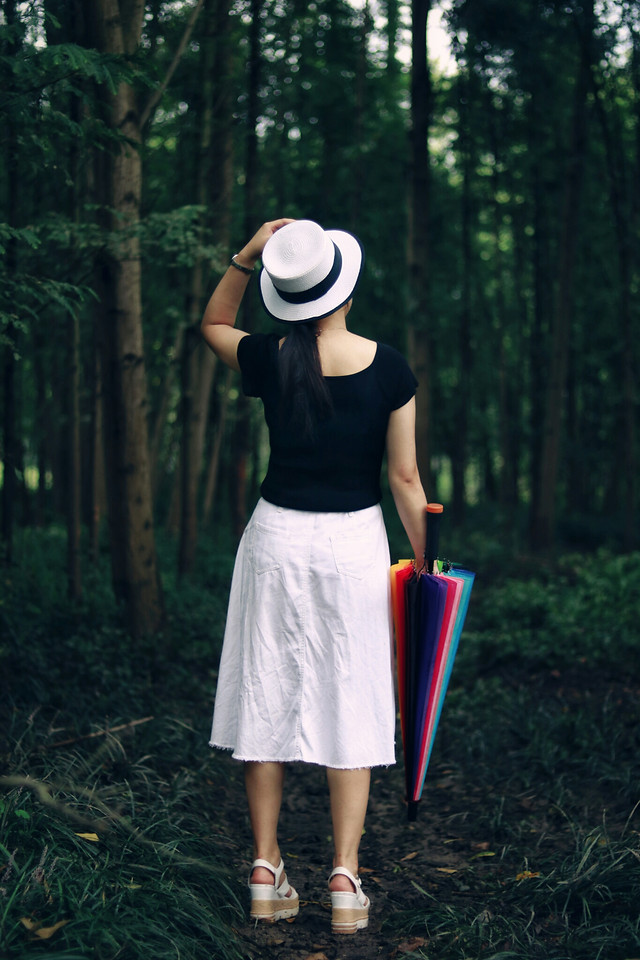clothing-girl-outdoors-wood-people picture material