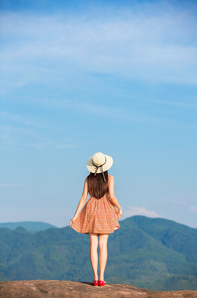 woman-one-girl-sky-nature picture material