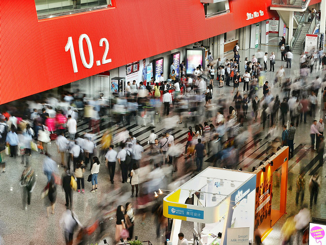 shopping-city-street-crowd-commerce picture material