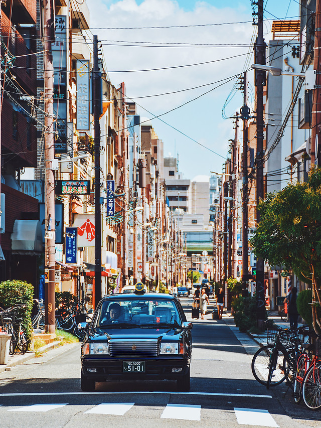 street-city-car-road-traffic 图片素材