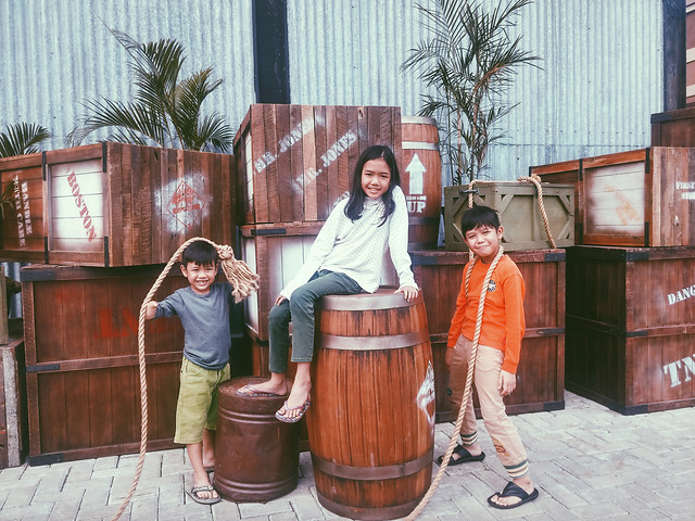 barrel-container-people-drum-wear picture material