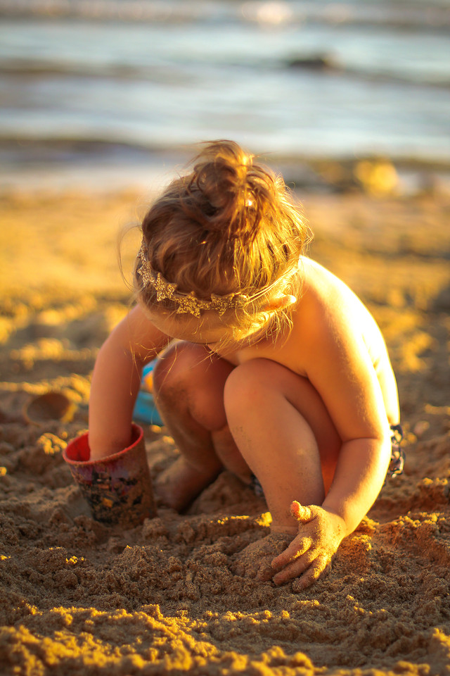 child-people-one-outdoors-girl picture material