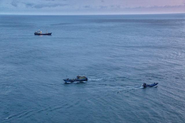 watercraft-water-sea-ocean-boat picture material